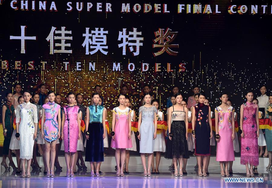 Contestants awarded &quot;Best Ten Models&quot; pose for photos during the 13th China Super Model Final Contest in Qingdao, east China's Shandong Province, Aug. 26, 2018. (Xinhua/Li Ziheng)<br/>