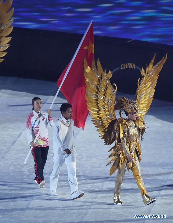 China's national flag bearer Guo Dan (L) enters the Gelora Bung Karno (GBK) Main Stadium during the closing ceremony of the 18th Asian Games in Jakarta, Indonesia, Sept. 2, 2018. Image: Xinhua/Pan Yulong