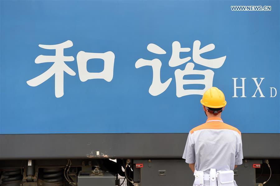 Xinhua Headlines: One year on, China-Singapore rail-sea route draws