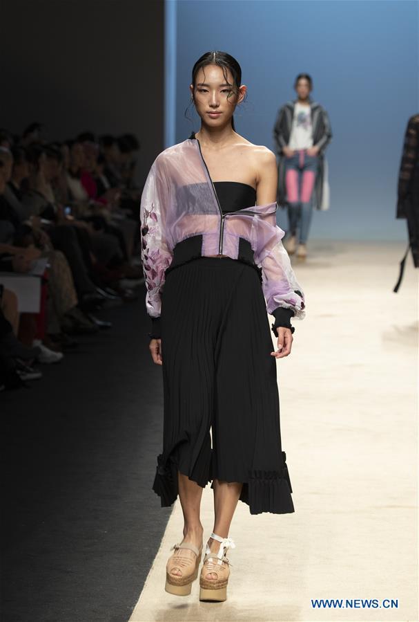 In Pics Seoul Fashion Week At Dongdaemun Design Plaza Xinhua English News Cn