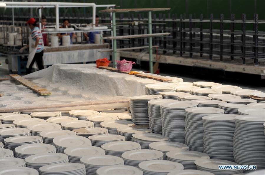 Ceramic town in China's Guangxi promotes local ceramics