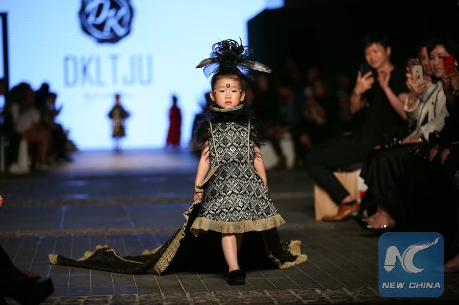 Chinese brands shine at Dubai fashion show - Xinhua