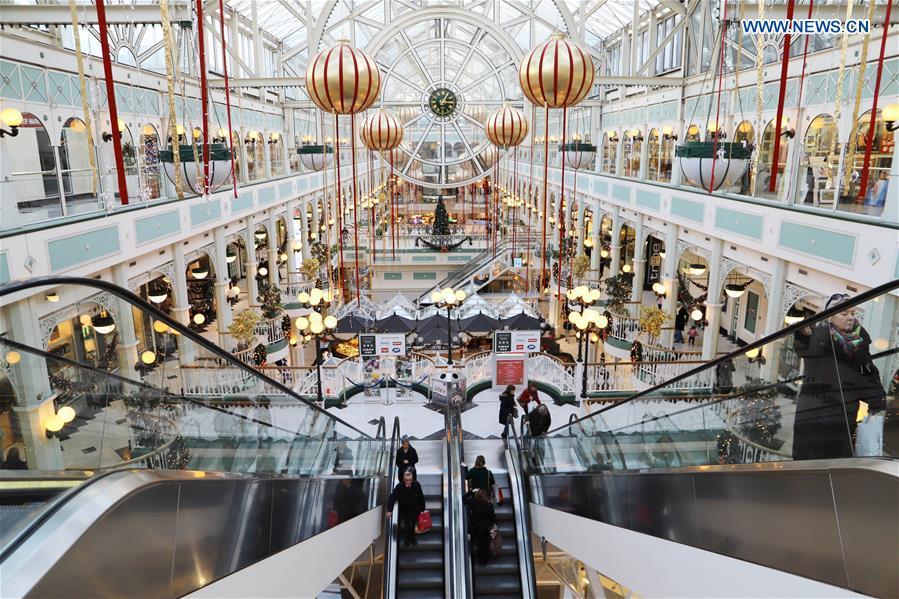 Christmas In Dublin Ireland.Christmas Shopping Season Booms In Downtown Dublin Ireland