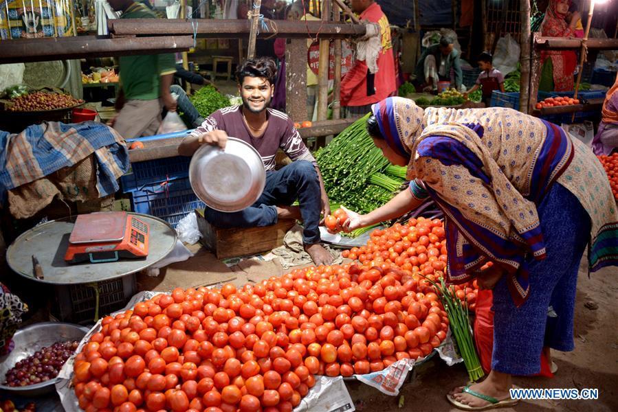 BANGLADESH-DHAKA-RAILWAY-DAILY LIFE
