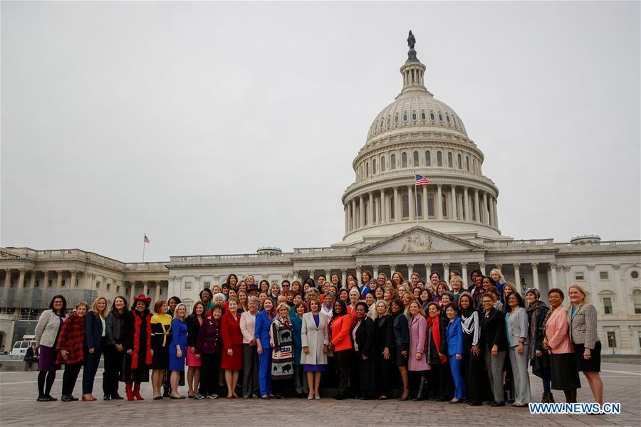 U.S.-WASHINGTON D.C.-PELOSI-FEMALE DEMOCRATIC MEMBERS-PHOTO