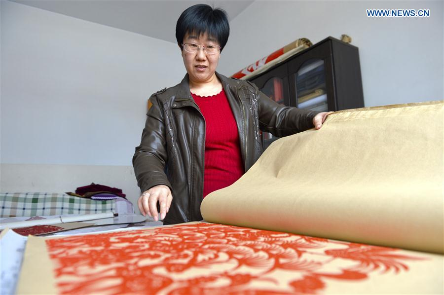 CHINA-GANSU-PAPER-CUTTING-INHERITOR (CN)