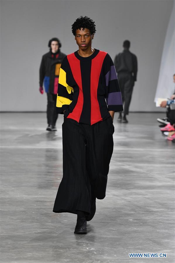 法国 - 巴黎男装时装周 - 伊西·米亚克