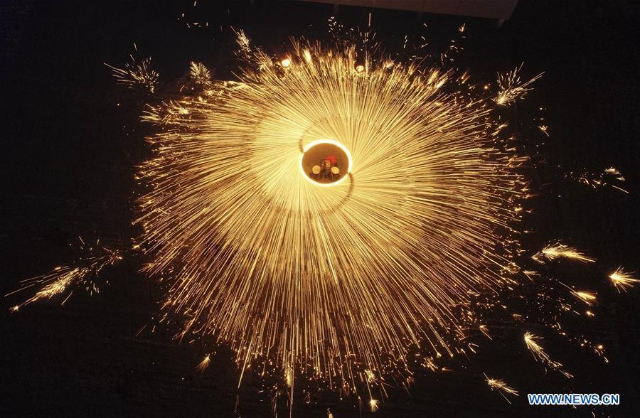 #CHINA-HEBEI-LANTERN FESTIVAL-MOLTEN IRON FIREWORKS (CN)