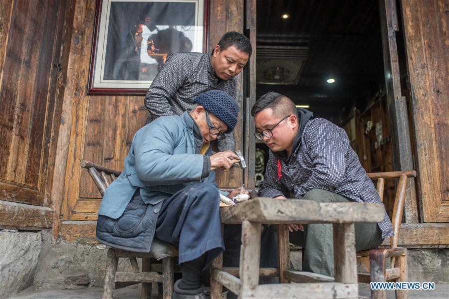 CHINA-HUNAN-XIANGXI-SILVER MAKING (CN)