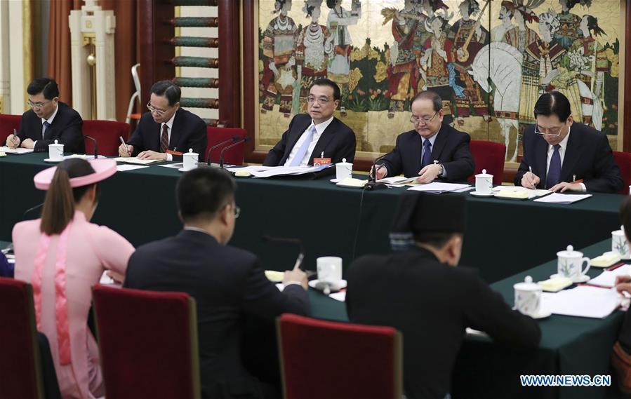 (两会)中国 - 北京 - 李克强 - 全国人大代表小组讨论会(CN)