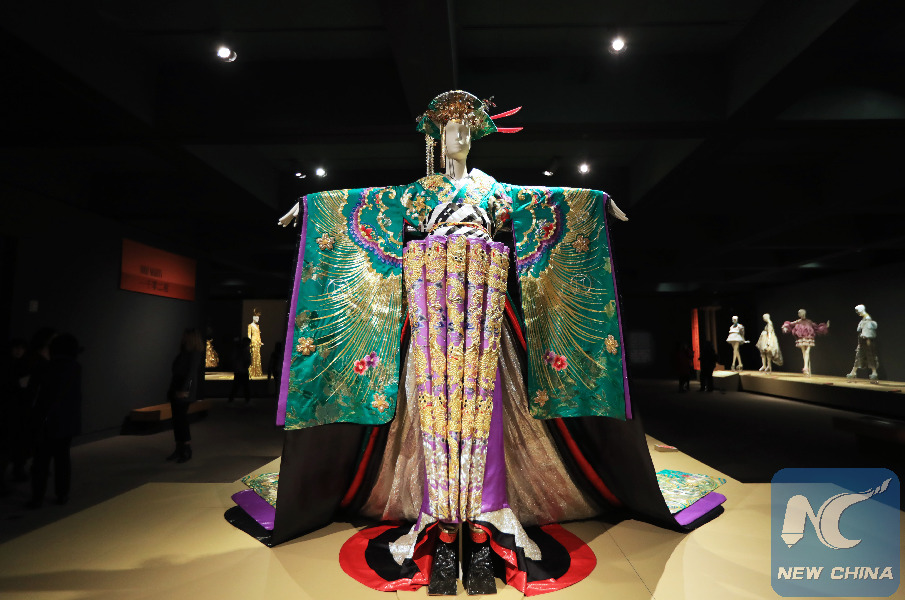 Chinese Couturier Guo Pei Weaves Her Creations With Threads Of Global Traditions Xinhua English News Cn