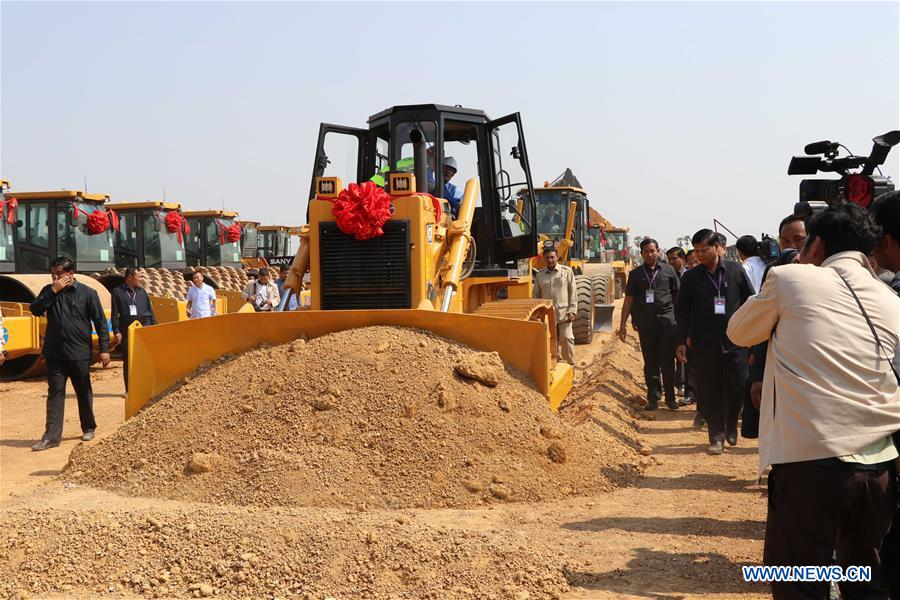 Cambodian Prime Minister Samdech Techo Hun Sen drives a machine to launch the construction of a 190-km expressway stretching from capital Phnom Penh to the deep-sea port province of Preah Sihanouk during a groundbreaking ceremony in Kampong Speu, Cambodia, March 22, 2019. Image: Xinhua/Mao Pengfei