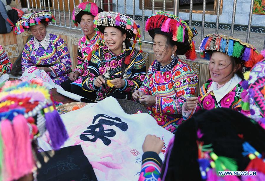 CHINA-YUNNAN-KUNMING-EMBROIDERY (CN)