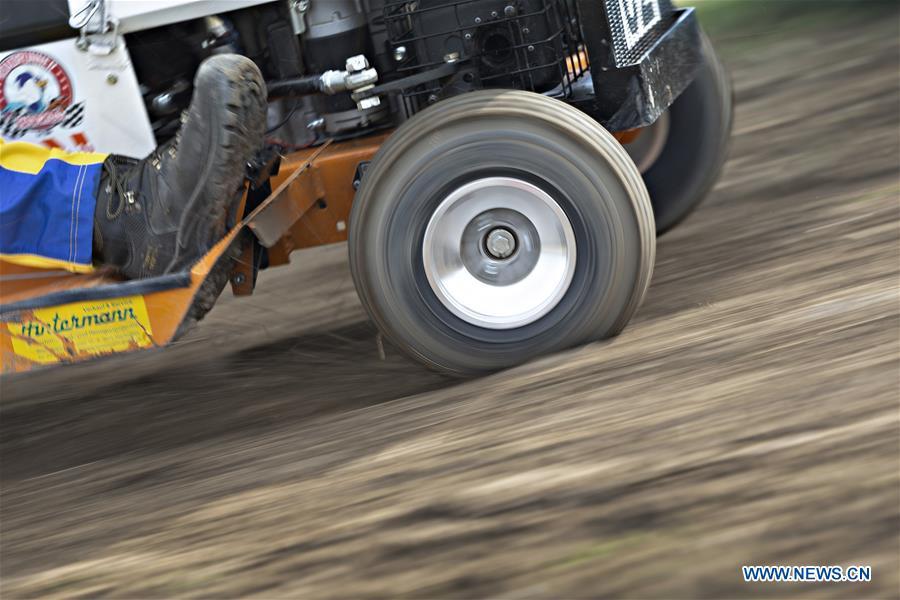 瑞士-OBERGLATT-LAWNMOWER赛车比赛