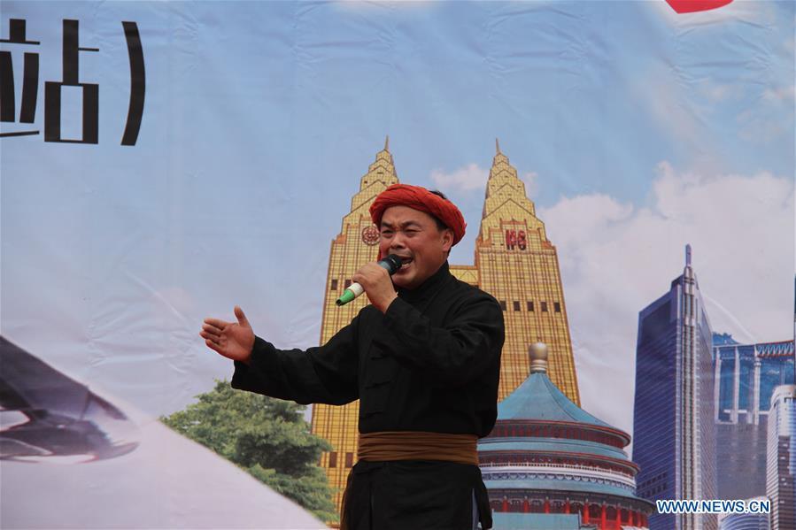 CHINA-CHONGQING-MAN OF DUAL ROLE (CN)