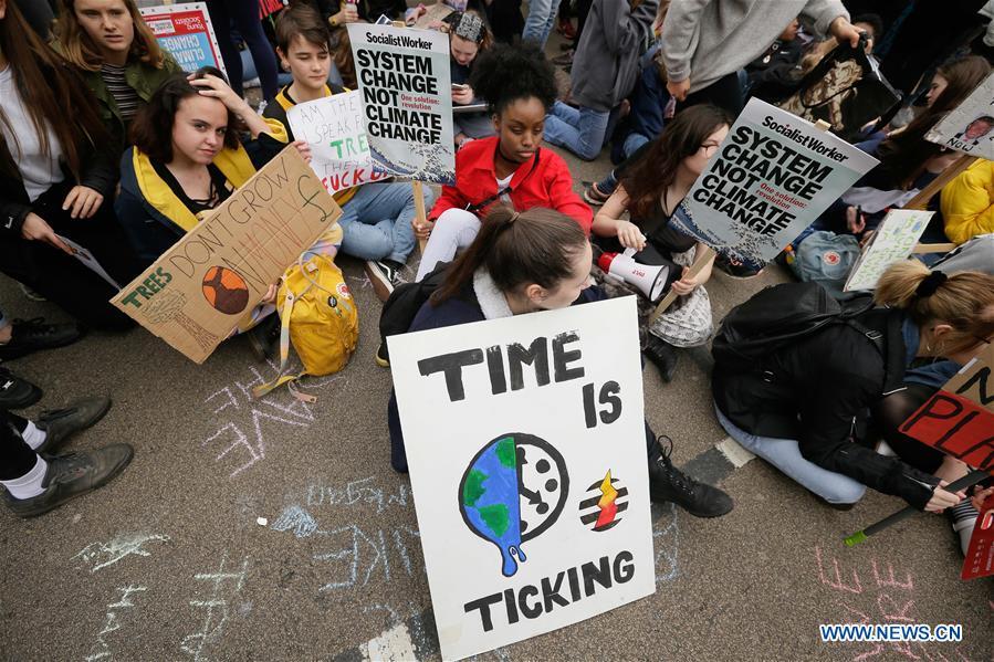 英中在伦敦的气候抗议