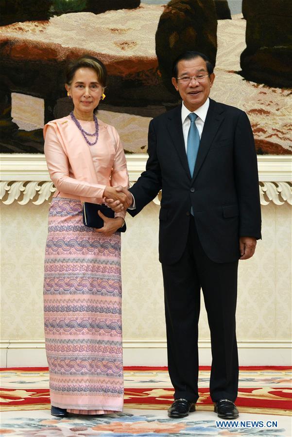CAMBODIA-PHNOM PENH-MYANMAR的AUNG SAN SUU KYI-VISIT