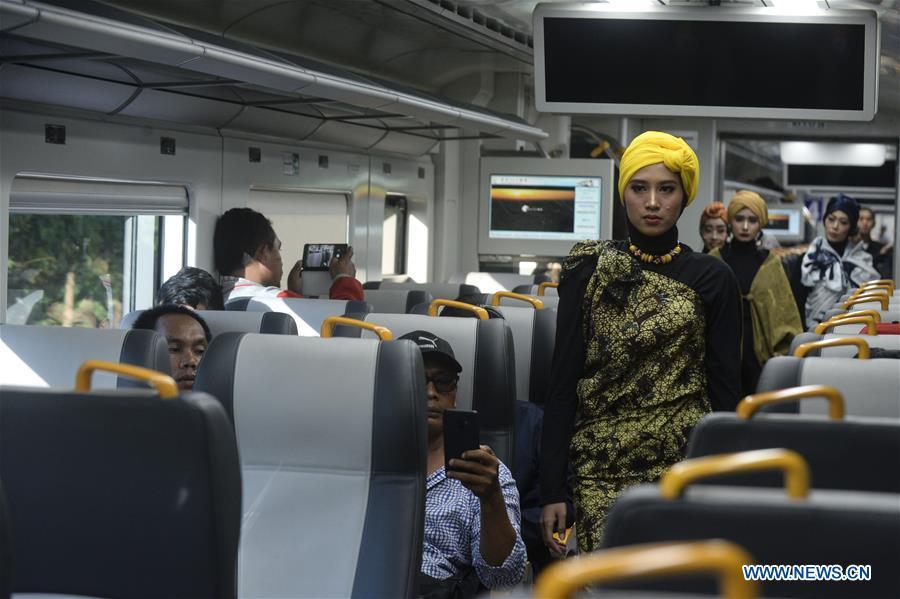 INDONESIA-JAKARTA-TRAIN-FASHION SHOW-RAMADAN