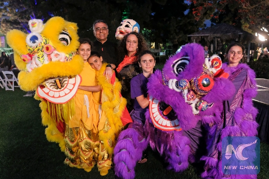 Feature: U.S. family enthralled by Chinese lion dance