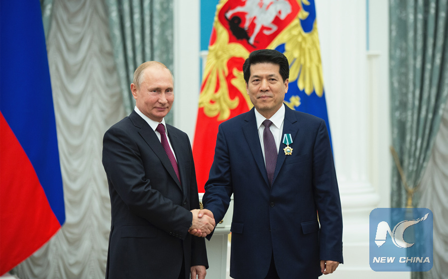 Putin presents Order of Friendship to Chinese envoy
