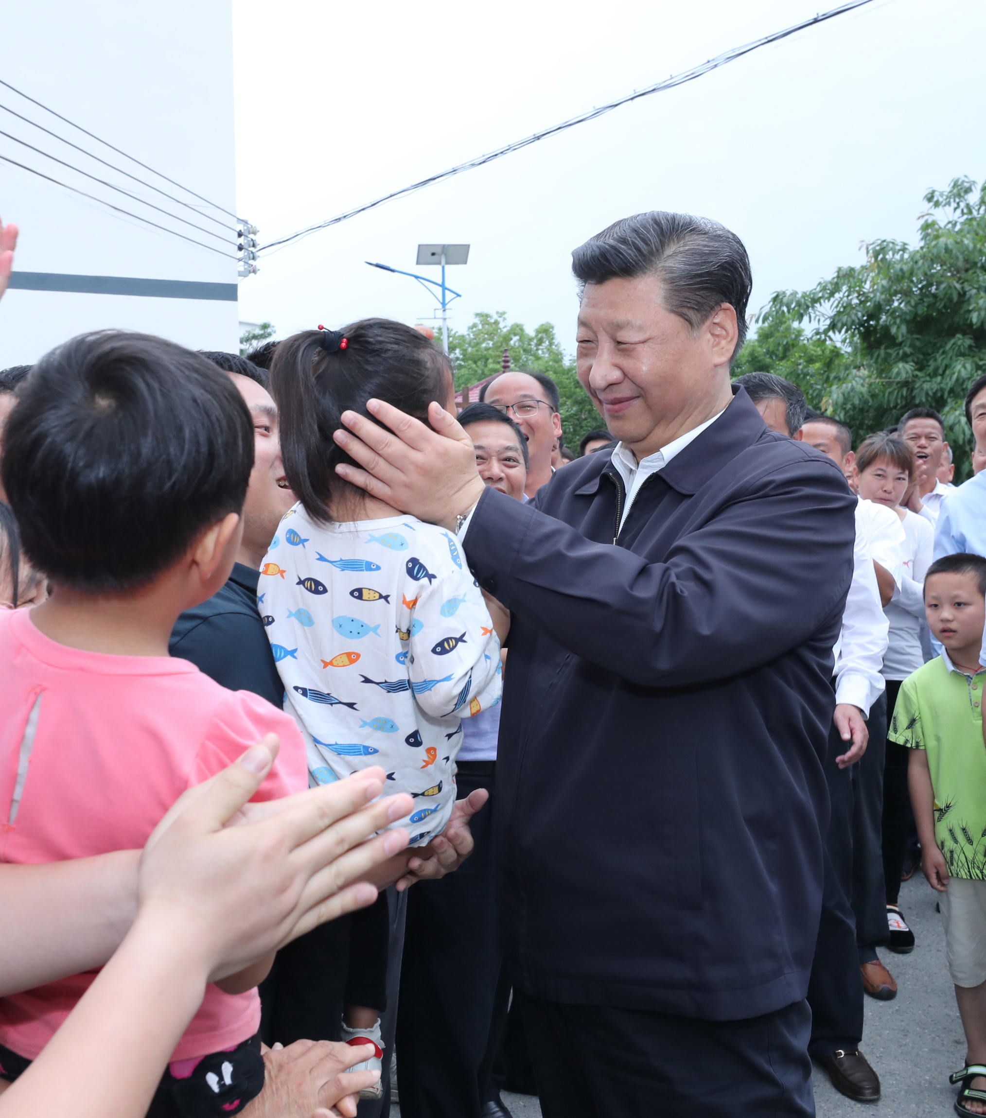Xinhua Headlines: Xi Jinping: a leader who interacts with children - Xinhua | English.news.cn