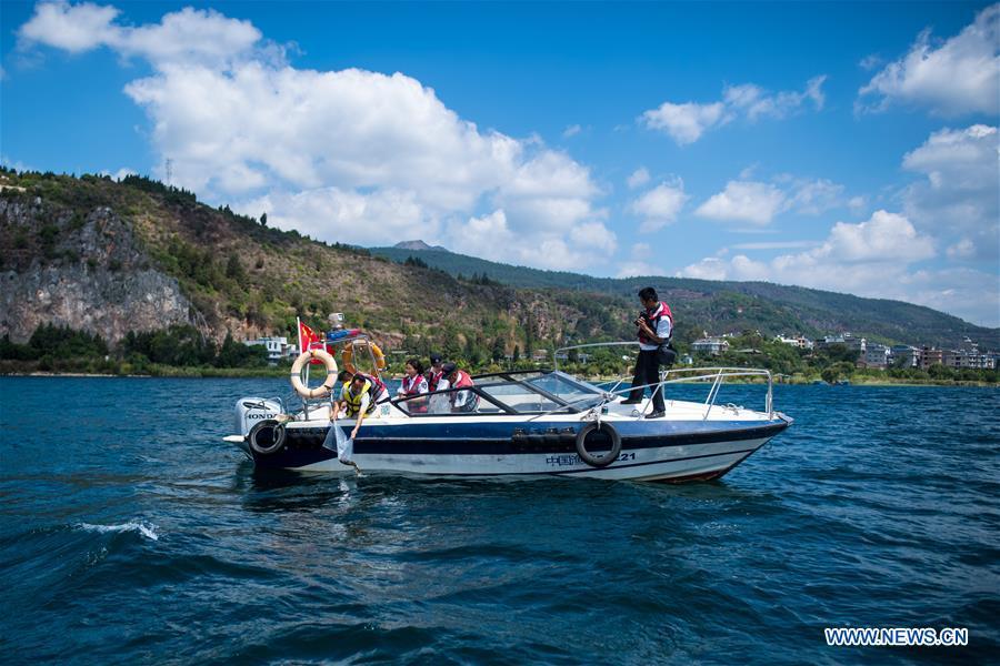 CHINA-YUNNAN-FUXIAN LAKE-FISH FRIES-RELEASING (CN)