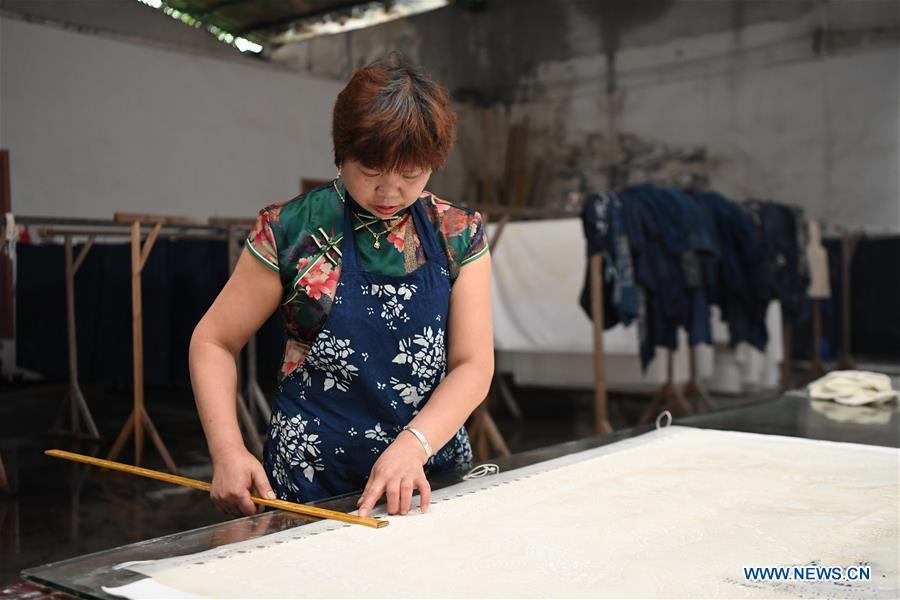 CHINA-HUNAN-SHAOYANG-BATIK CLOTHING-POVERTY ALLEVIATION (CN)