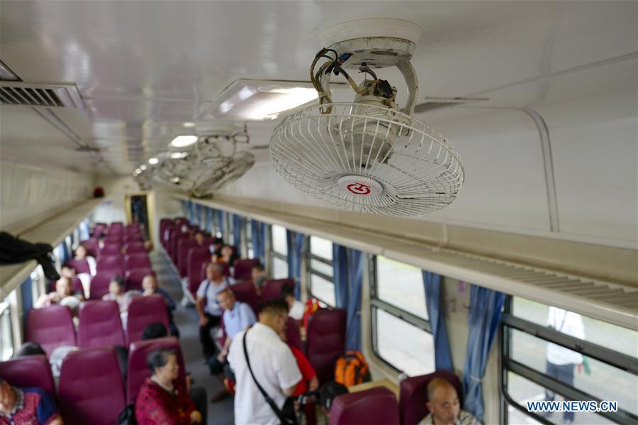 CHINA-CHONGQING-RAILWAY-GREEN TRAIN (CN)