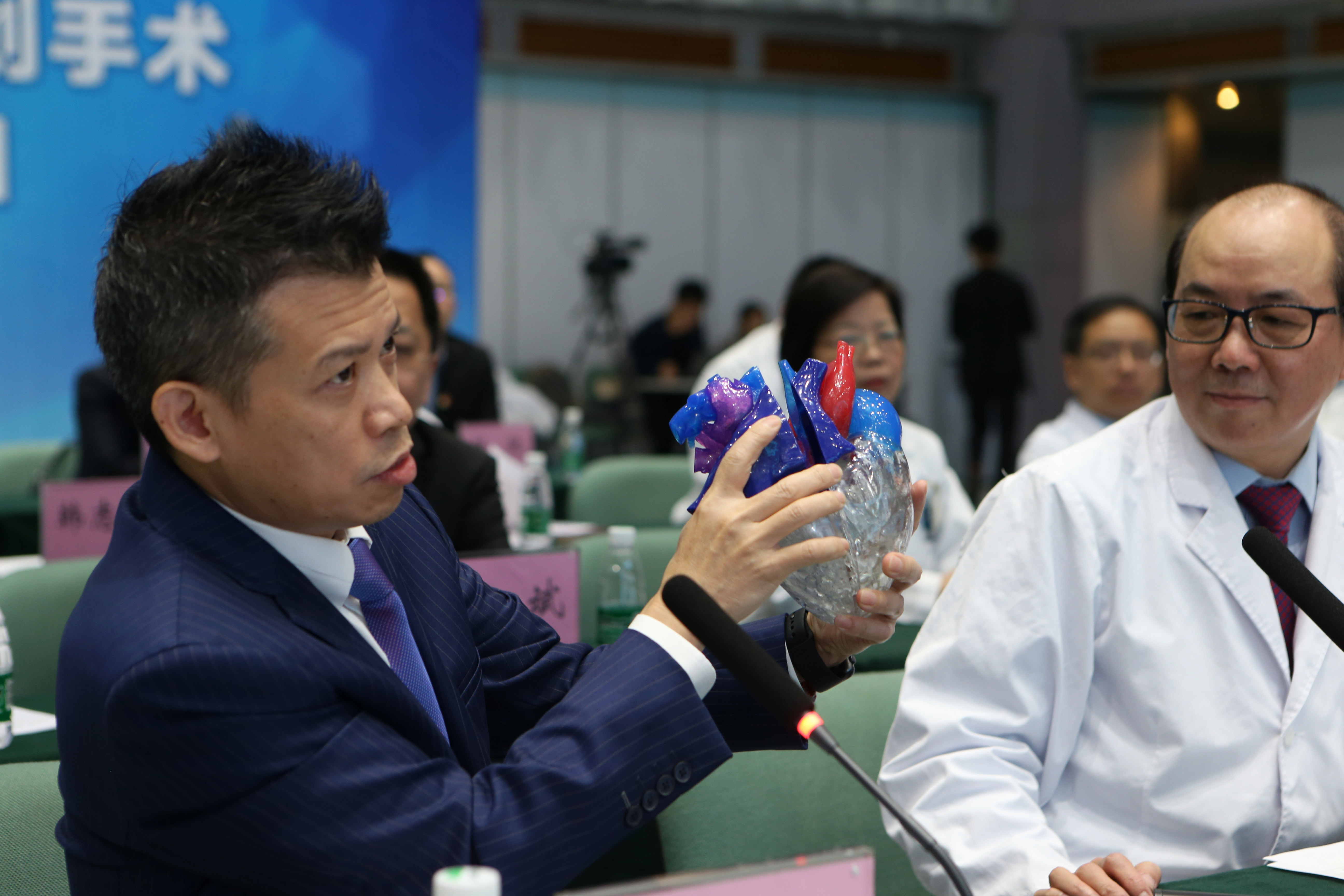 Feature: 5G brings advanced healthcare to China's hinterland - Xinhua   English.news.cn