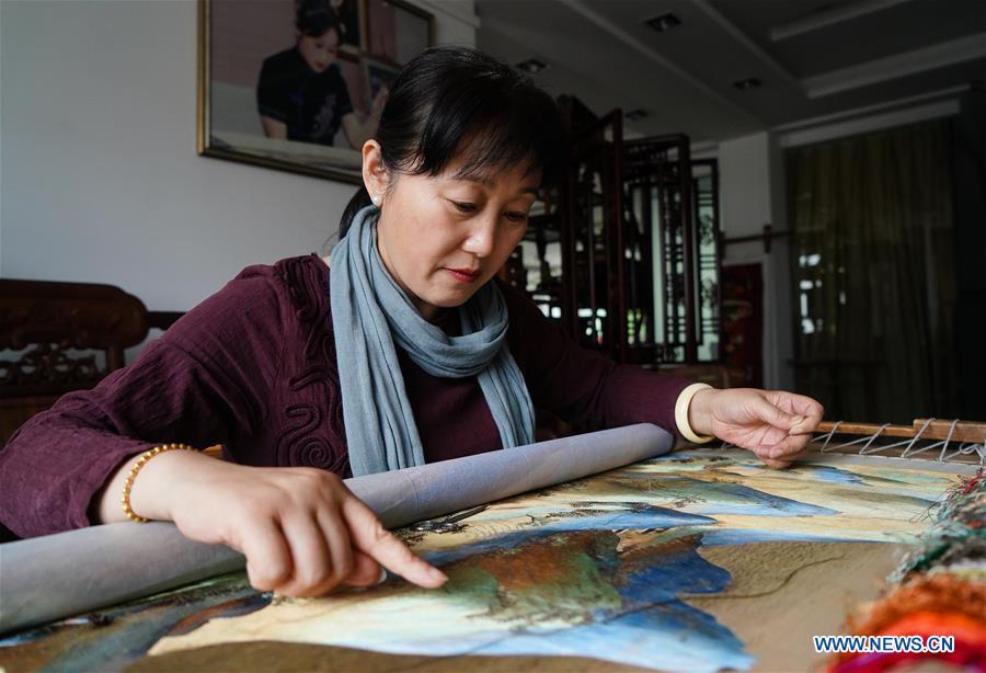 (MASTEROFCRAFTS)CHINA-JIANGSU-SUZHOU EMBROIDERY-INHERITOR (CN)