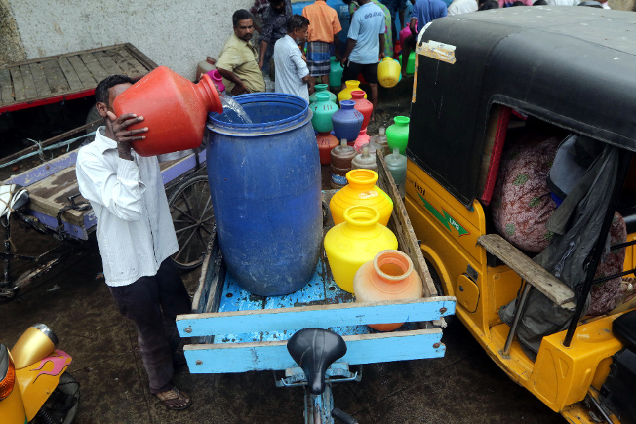 Spotlight: India's southern city Chennai reeling under acute