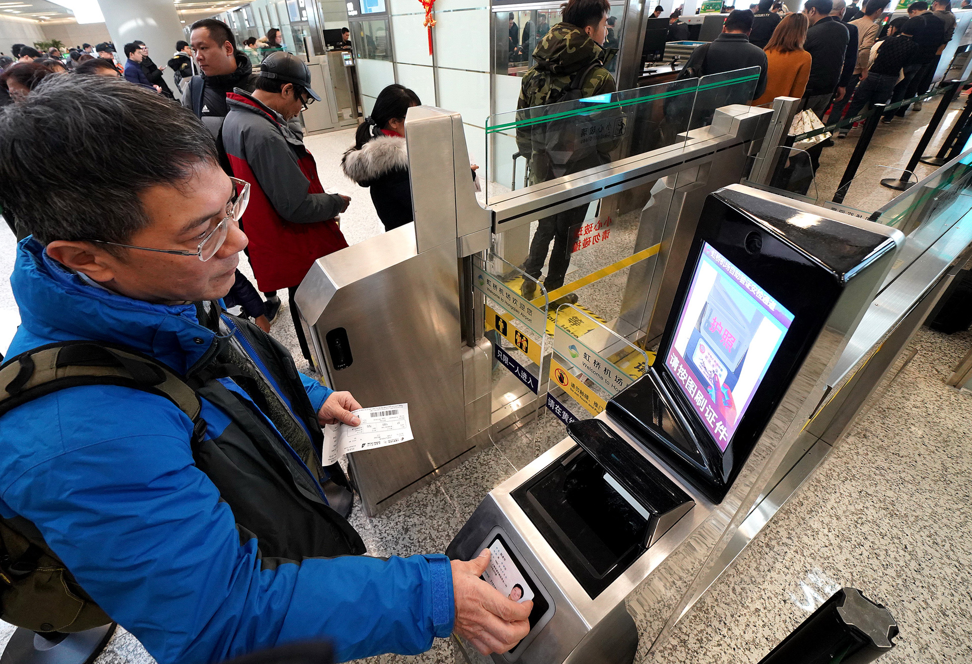 Kết quả hình ảnh cho China Eastern introduces RFID-tech in luggage tracking images