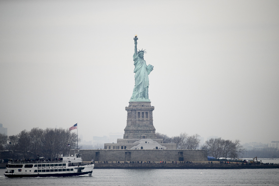 U.S. Independence Day clouded by violence - Xinhua | English.news.cn