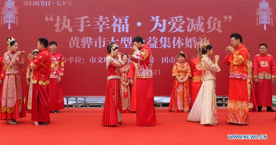 CHINA-HEBEI-HUANGHUA-GROUP WEDDING (CN)