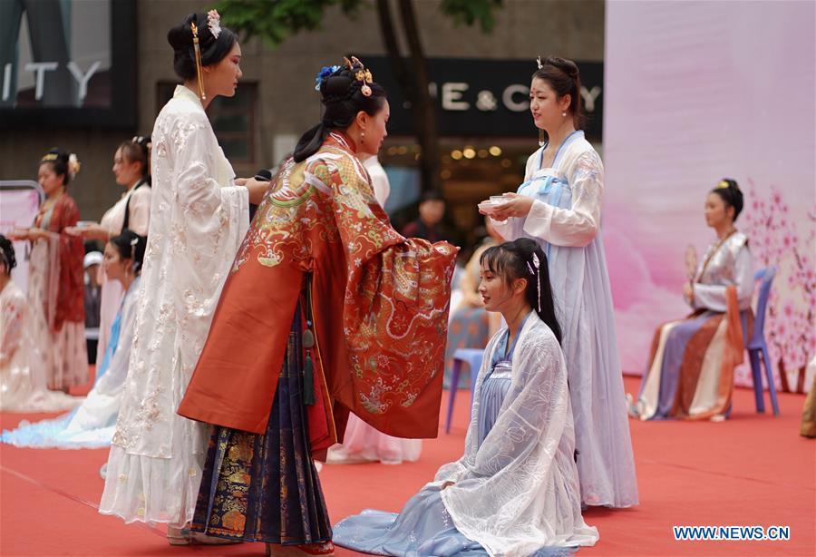 CHINA-YUNNAN-KUNMING-QIXI-TRADITIONAL CLOTHING (CN)