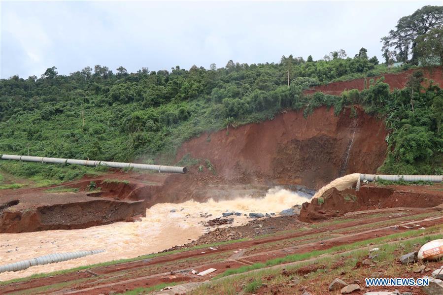 越南 - 中部高地地区 - 洪水 - 滑坡