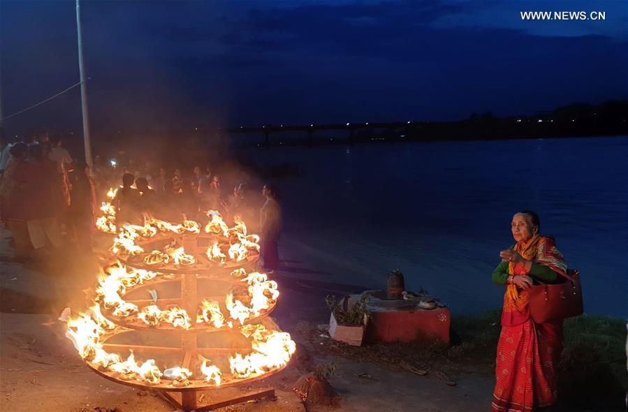 尼泊尔奇旺 -  PRAYERS,阿尔提
