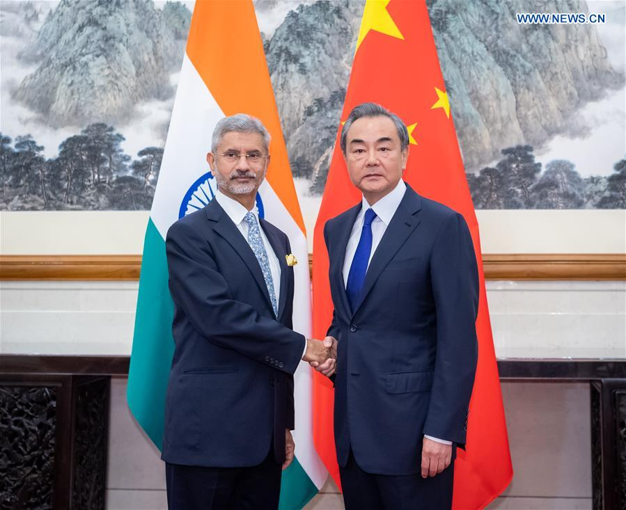 Chinese FM holds talks with Indian external affairs minister on ties