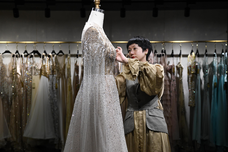 Xinhua Headlines: Tariffs to upend American brides' wedding dress dreams - Xinhua | English.news.cn