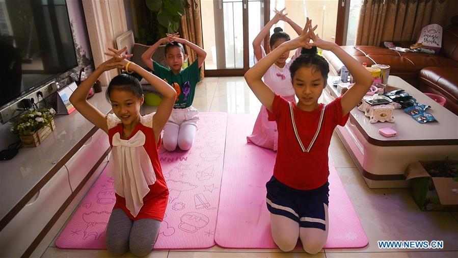 中国 - 广西 - 钦州 - 年轻芭蕾舞团 - 度假(CN)