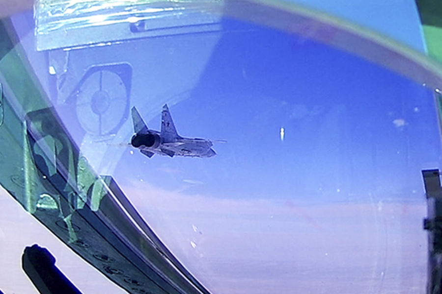 Russian modernized MiG-31BM fighters conduct stratosphere interception drill - Xinhua | English.news.cn