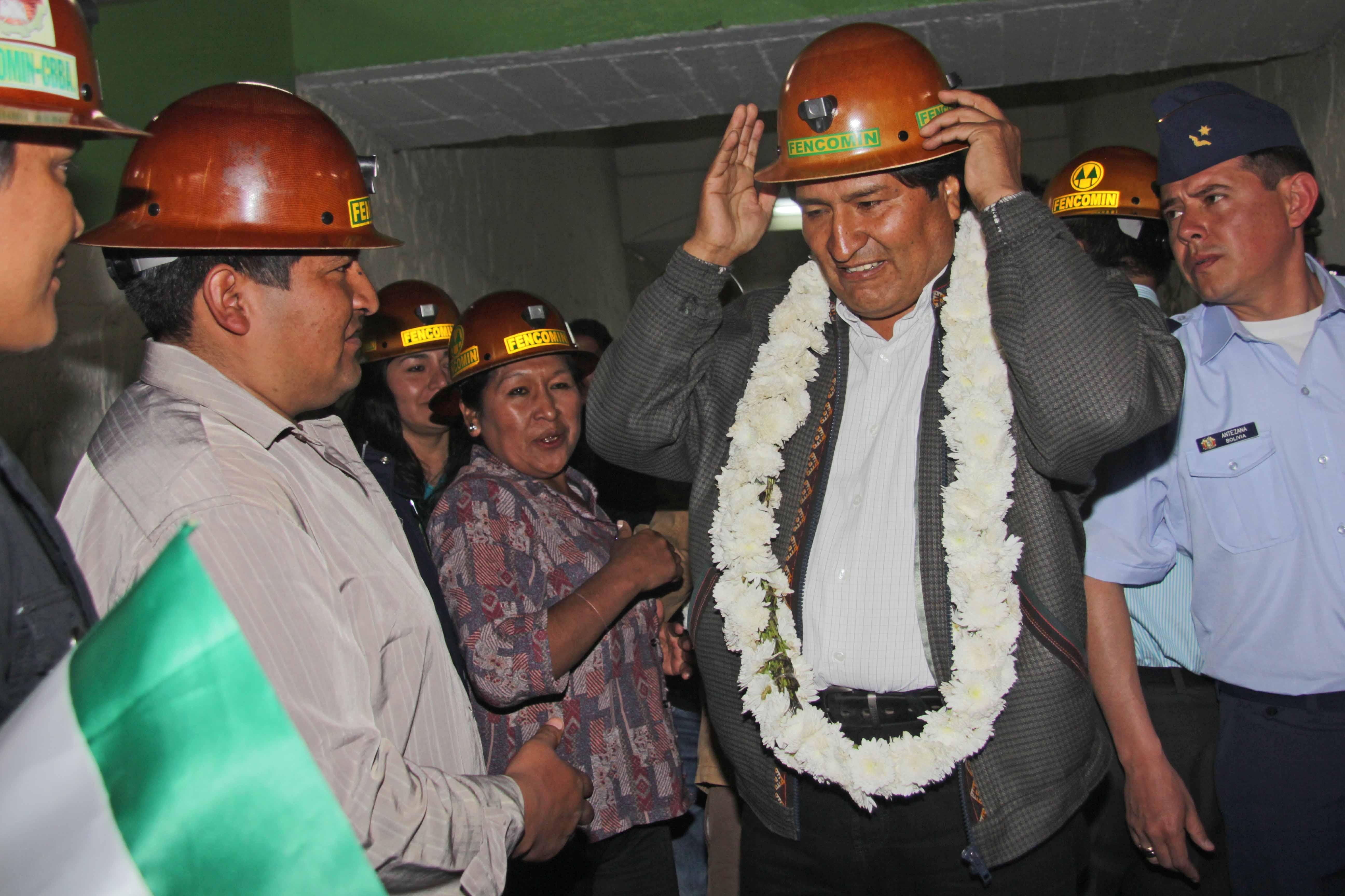 China donates 200 dump trucks to Bolivian miners - Xinhua | English.news.cn