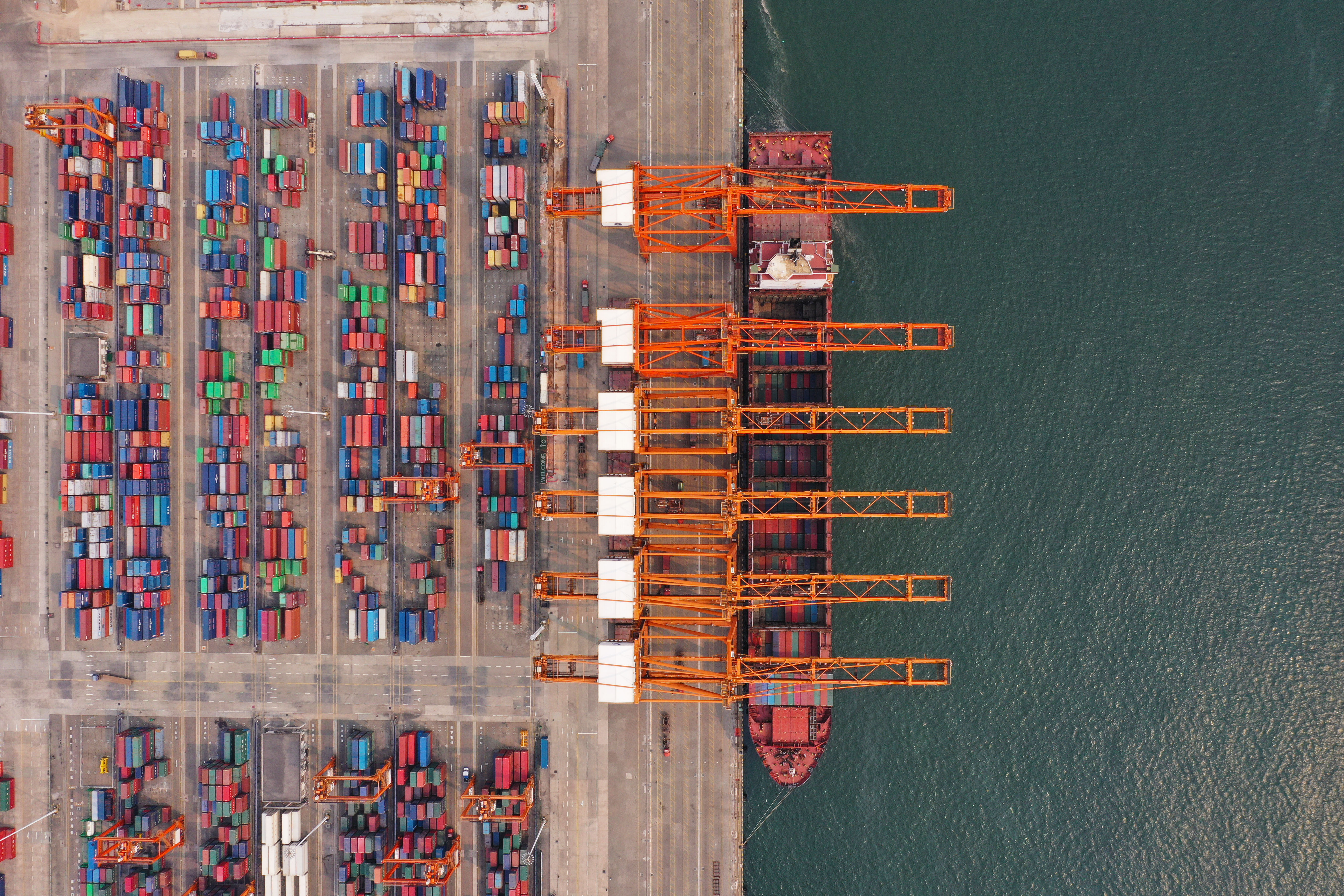 China's exports up 2.6 pct in August, imports down 2.6 pct - Xinhua   English.news.cn