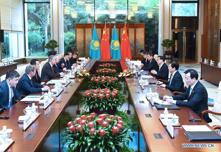中国 - 北京 - 李克强 - 哈萨克斯坦总统会议(CN)