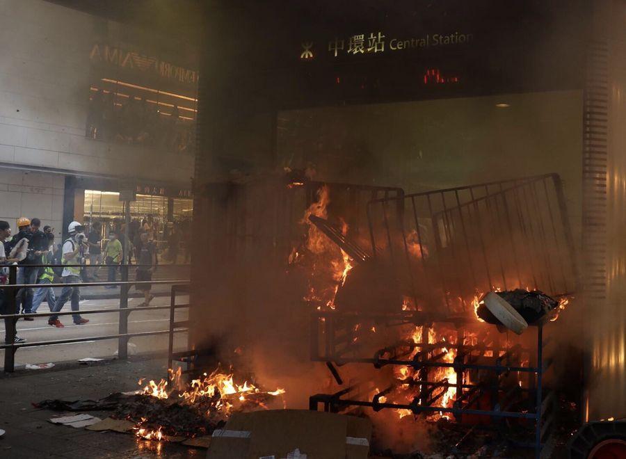 Xinhua Headlines: Malicious slanders widen rifts, fuel violence in Hong Kong - Xinhua | English.news.cn