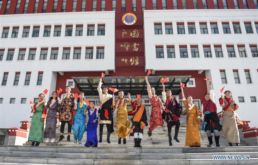 中国 - 西藏 - 拉萨 - 大学学生 - 表现(CN)