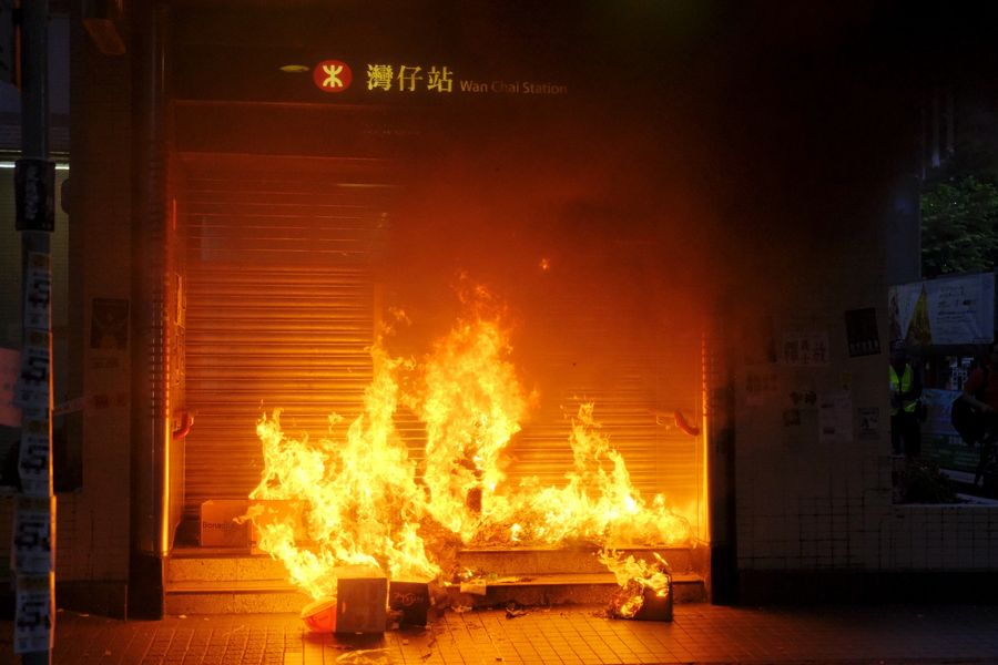 The latest: Radical protesters hurl petrol bombs at HKSAR gov't offices, gang beat residents - Xinhua | English.news.cn