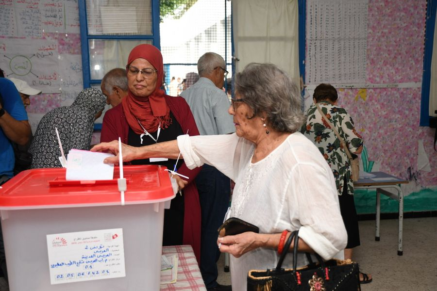 Tunisians head to polls to vote for new leader - Xinhua | English.news.cn