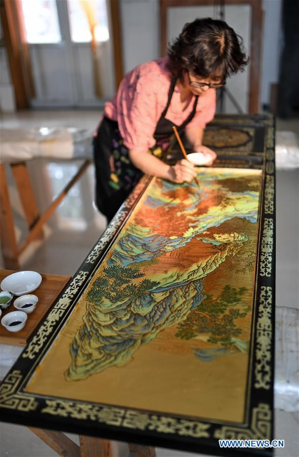 CHINA-BEIJING-GOLD INLAID LACQUER INHERITOR (CN)