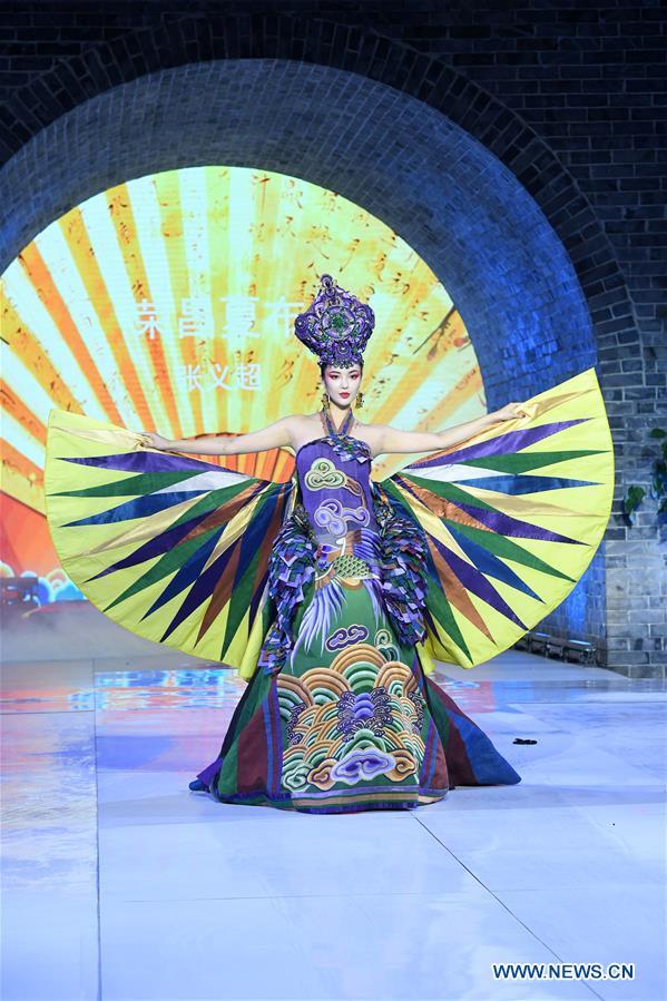 中国-重庆-时装秀-张怡超